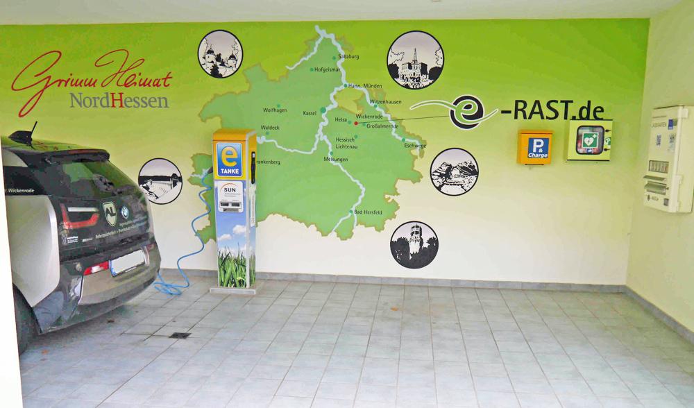 Schnell-Laden an der Ladestation von e-RAST